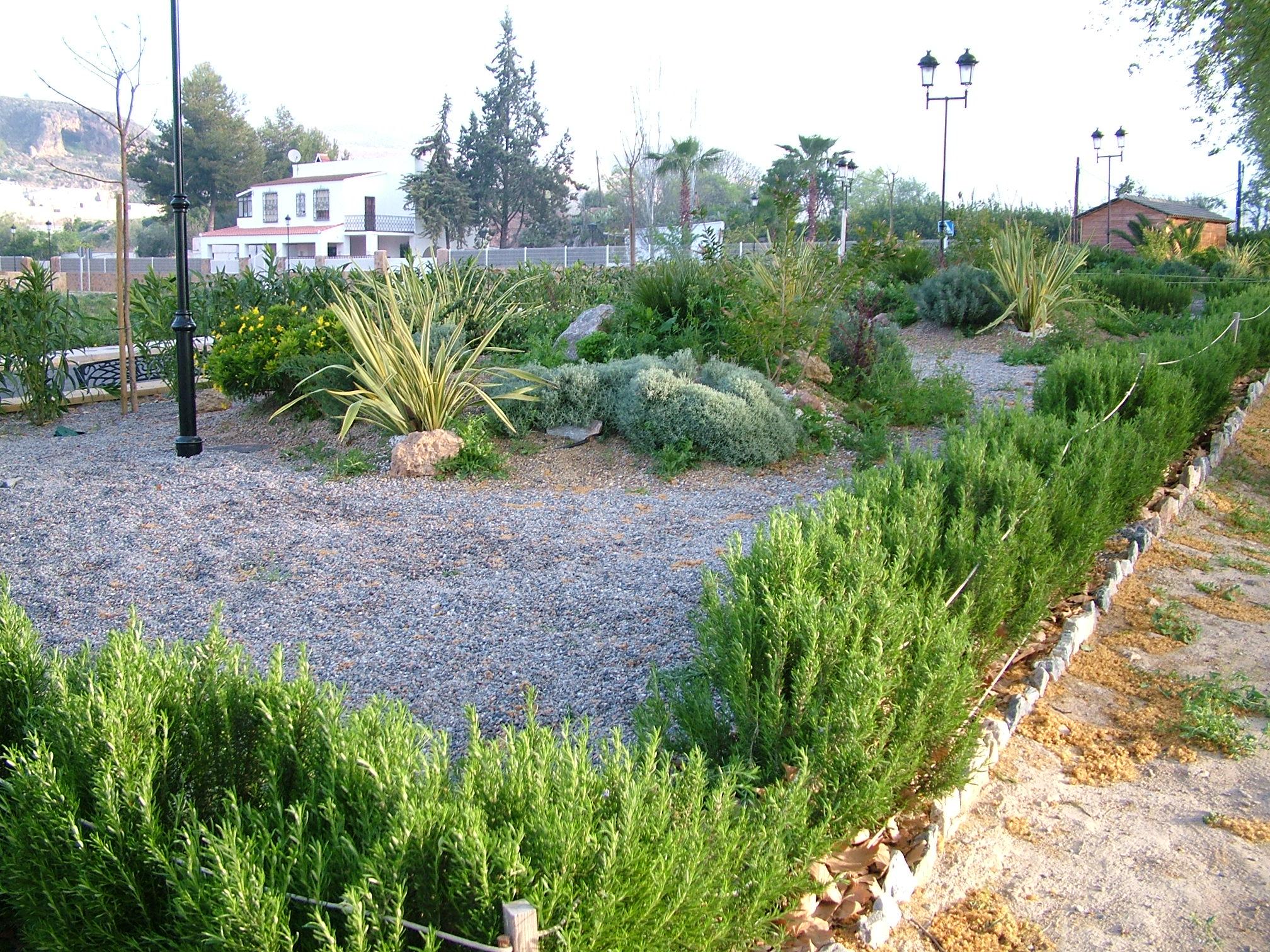 Ayuntamiento de berja parques y jardines for Adornos para parques y jardines