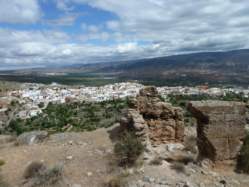 El  Castillejo y al fondo Abrucena © Fotografía María Navarro