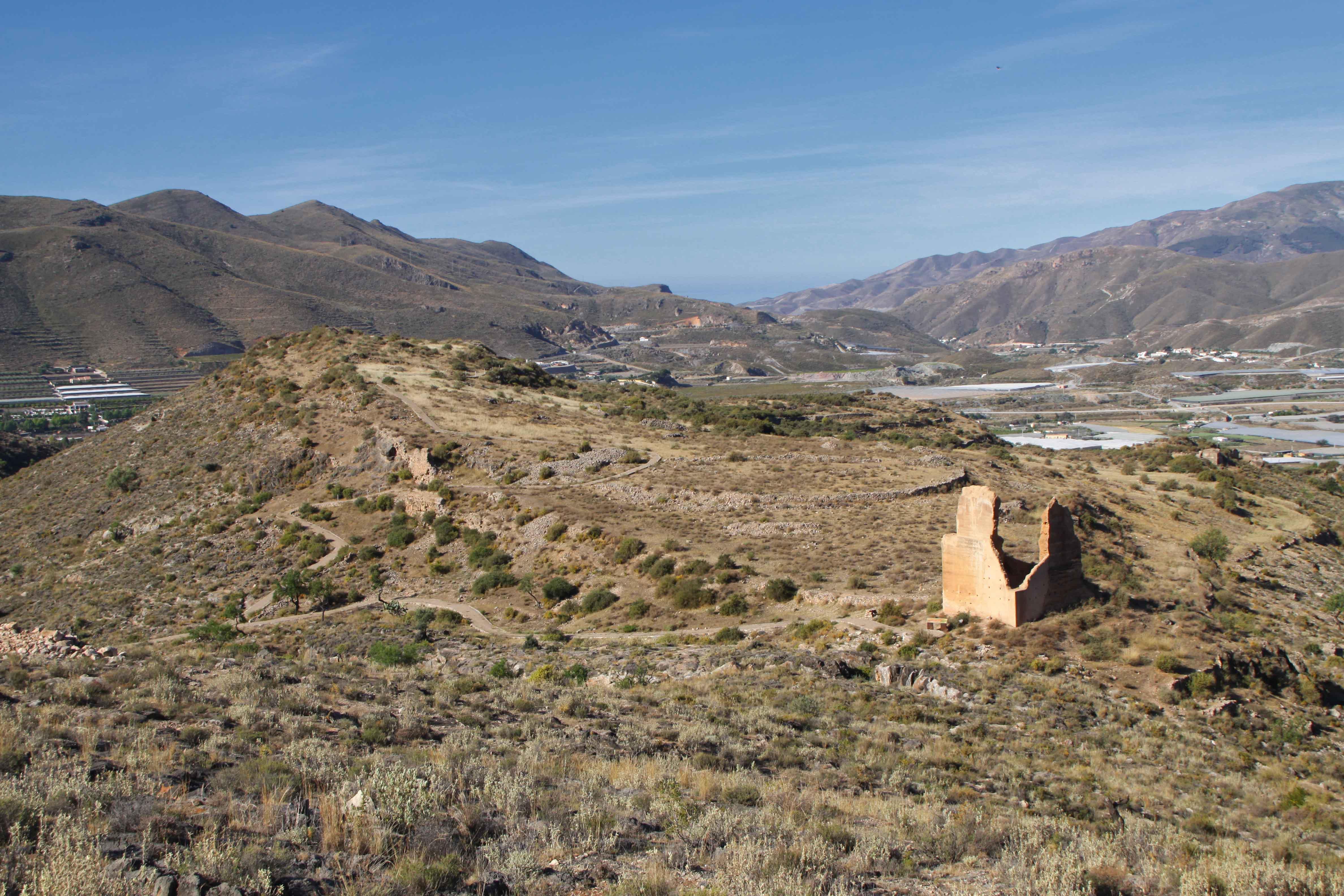 Restos de la Alcazaba de Villavieja (Berja) en lo alto de la colina. © Fotografía: Pako Manzano