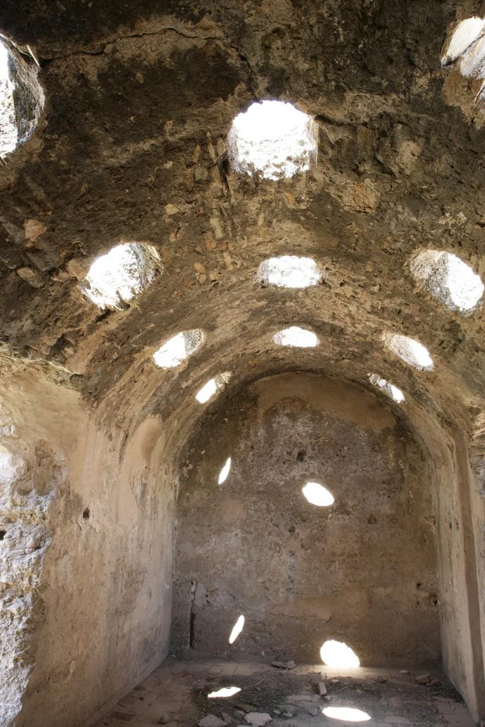Interior de la sala templada con sus tragaluces de iluminación. © Fotografía: Alfonso Ruiz