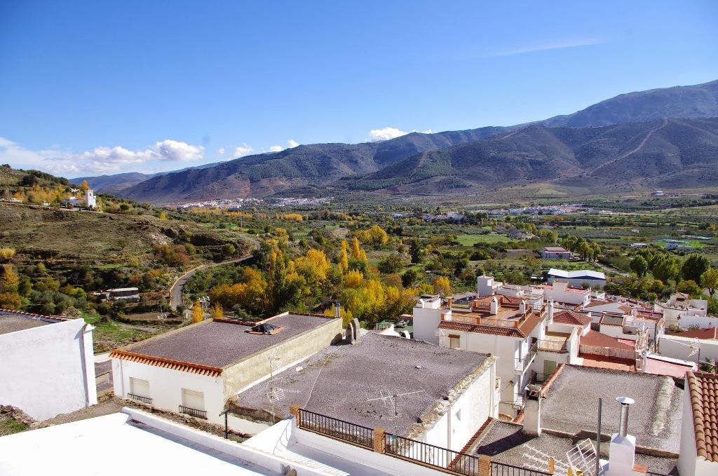 Vista general de Laujar desde las ruinas de la alcazaba © Fotografía José Ángel Fernández