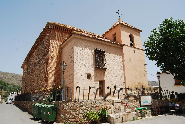Volumen general y cabecera de la iglesia de San Juan Bautista de Benecid (Fondón). © Fotografía: Alfonso Ruiz