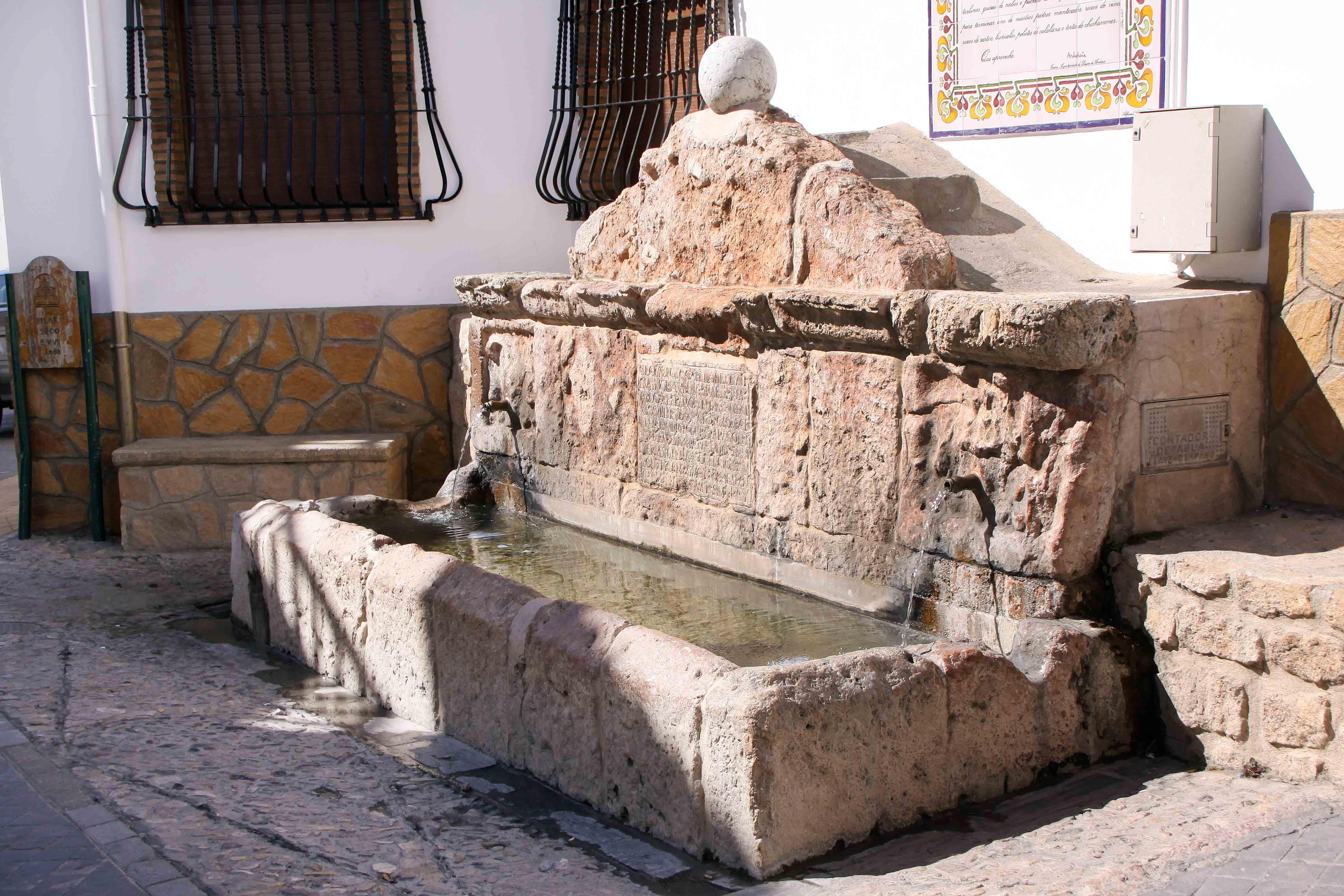 Pilar Seco en Laujar de Andarax. Las fuentes y el agua como recuerdo hispanomusulmán de una cultura que mima el agua. © Fotografía: Pako Manzano