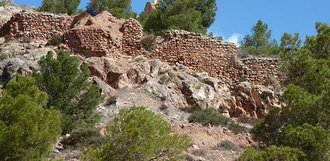 Restos de muralla en el Castellón. Vélez Rubio© María Navarro