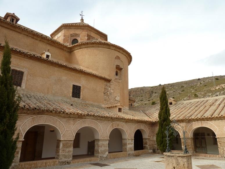 Vista del claustro del Monasterio del Saliente en Albox