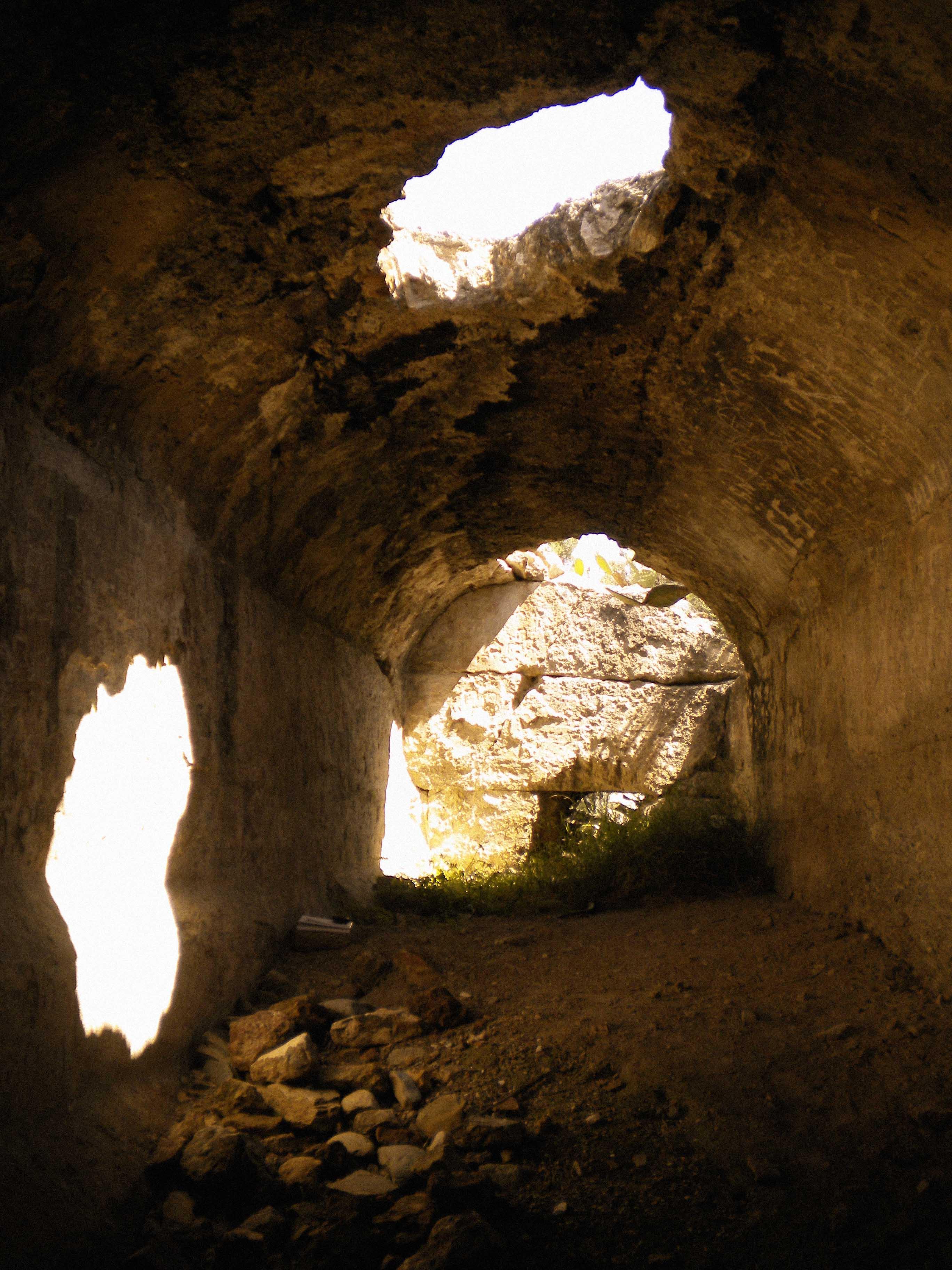 Interior del aljibe hispanomusulmán en el Lugar Viejo. © Fotografía: Andrés Carrillo