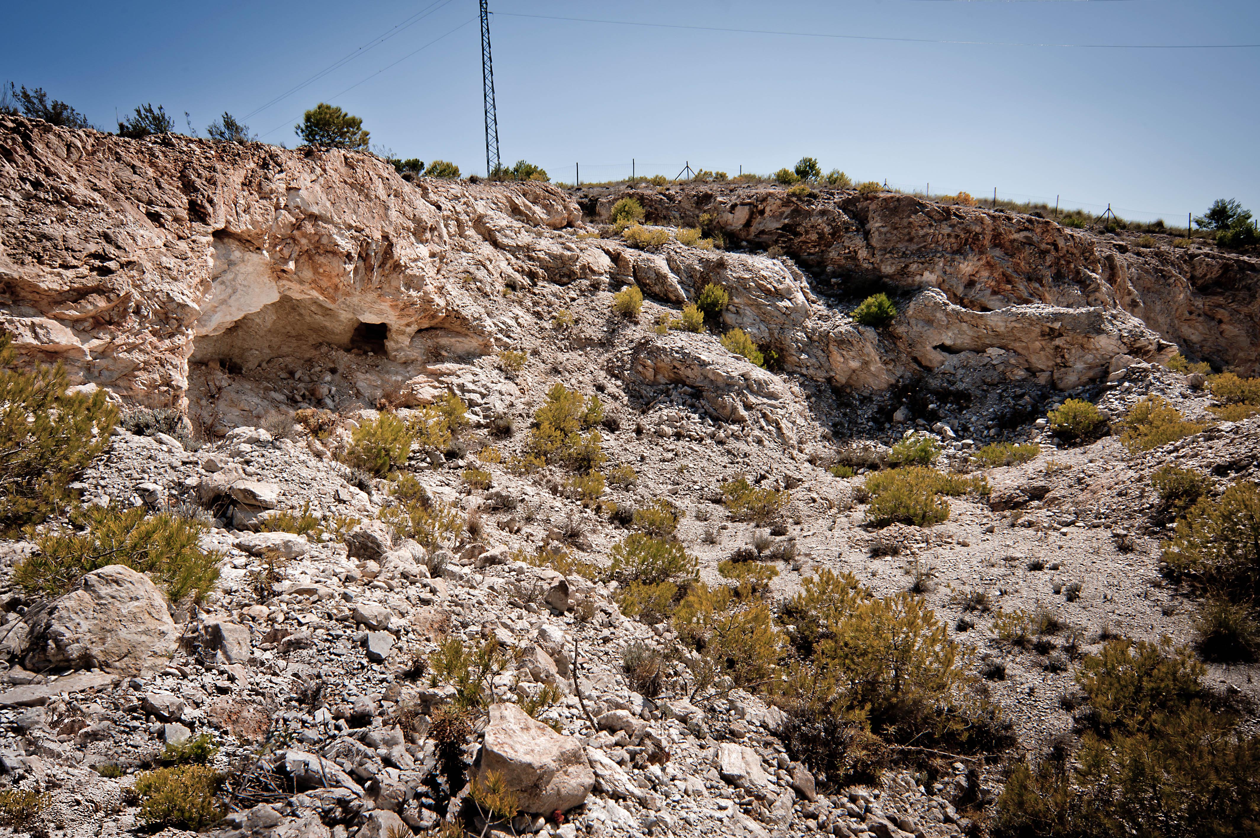Vista antigua cantera de jaboncillo en Somontín © Fotografía: Antonio Azor