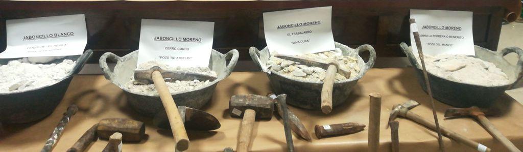 Muestras de distintos tipos de jaboncillo de las minas de Somontín