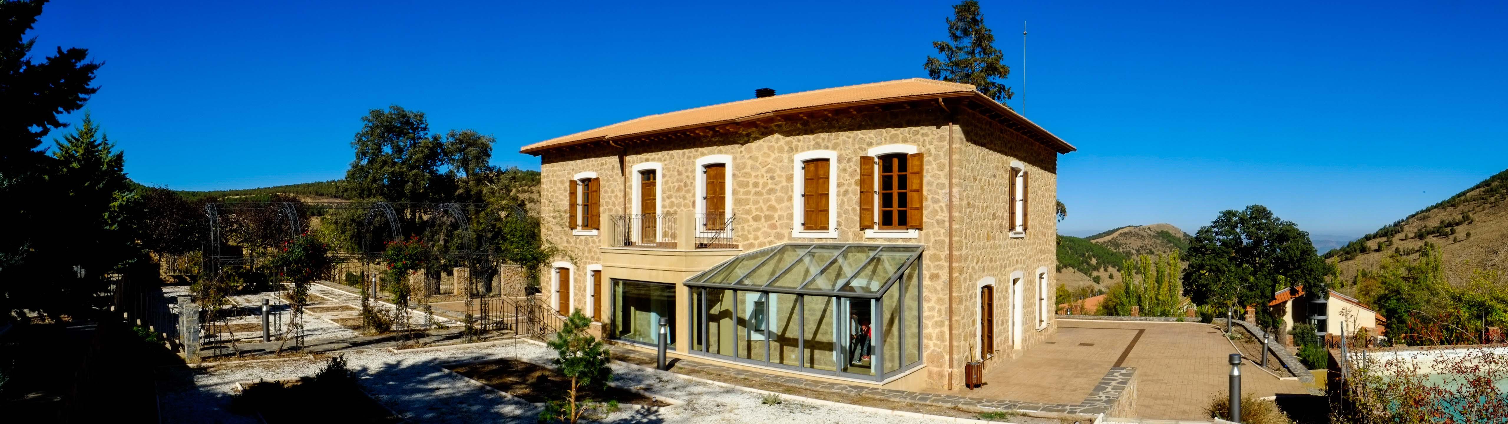 Antigua vivienda del ingeniero jefe, hoy recuperada como Centro de Interpretación de Las Menas© Fotografía: Paco Bonilla