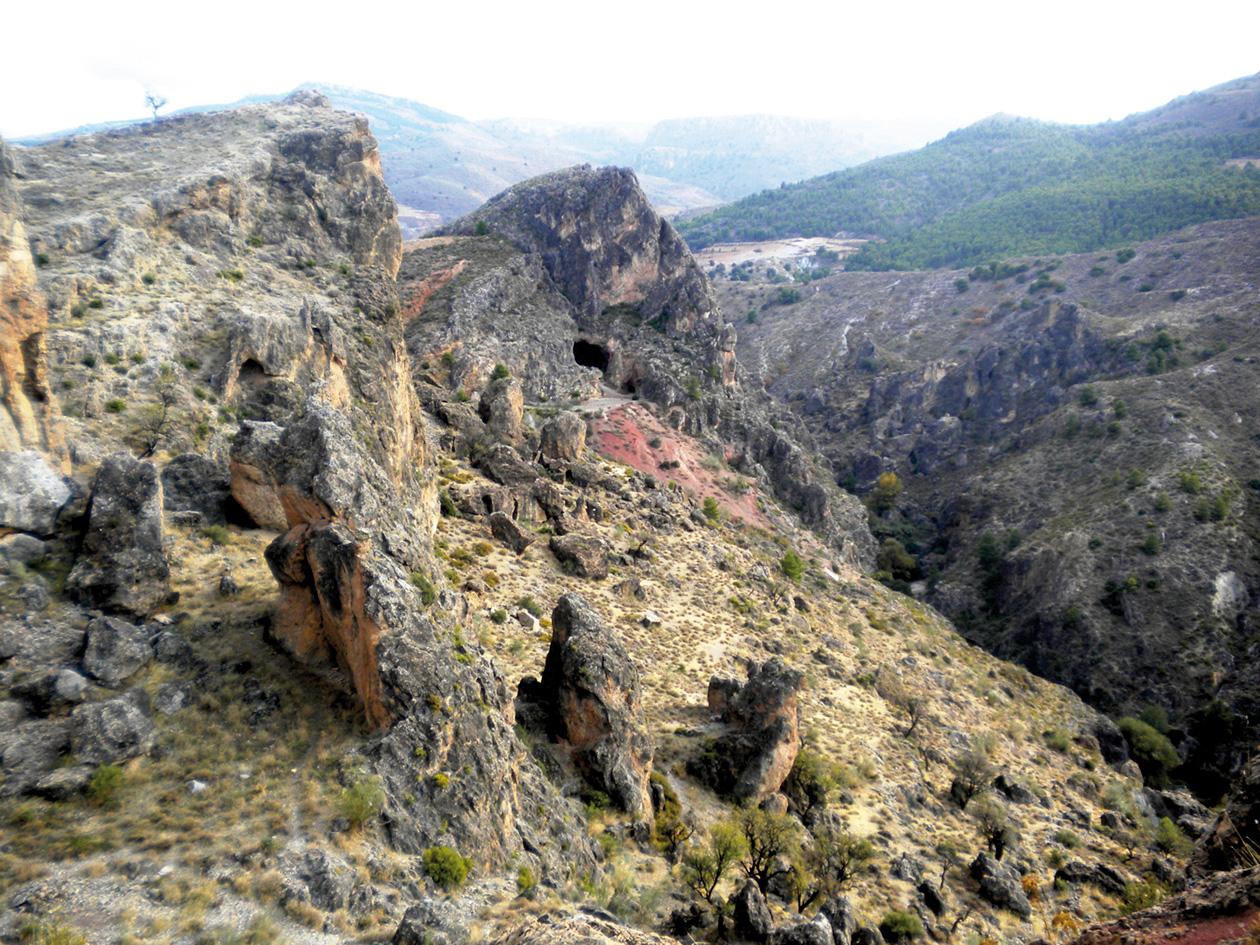 La Cerrá y la Cueva de la Paloma, en Tíjola la Vieja. © Fotografía: Andrés Carrillo
