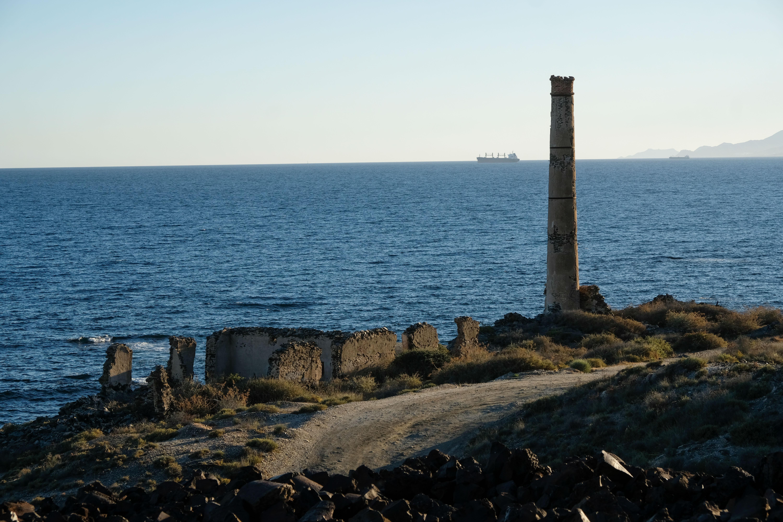La costa a Levante de Villaricos está salpicada de restos antiguas fundiciones © Fotografía: Paco Bonilla