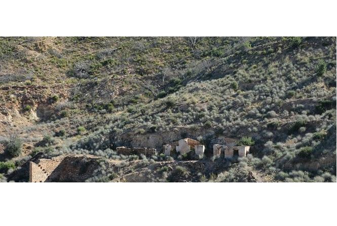 Estado ruinoso de antiguas minas en Bédar © Paco Bonilla