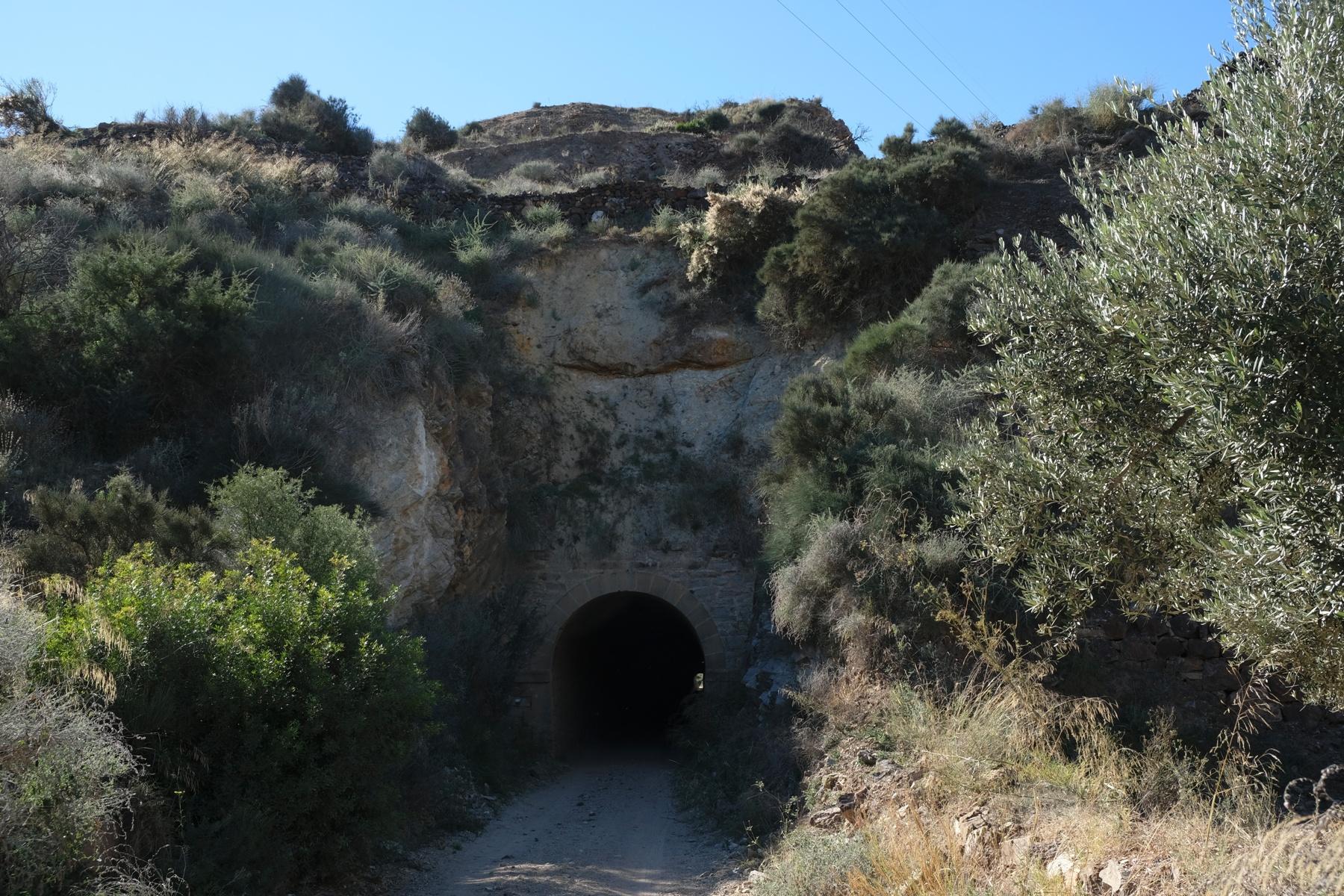 Túnel del Servalico camino de las minas de Bédar © Paco Bonilla