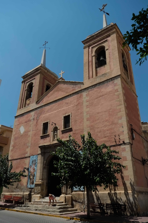 Monumental fachada de la iglesia parroquial © Fotografía: Paco Bonilla