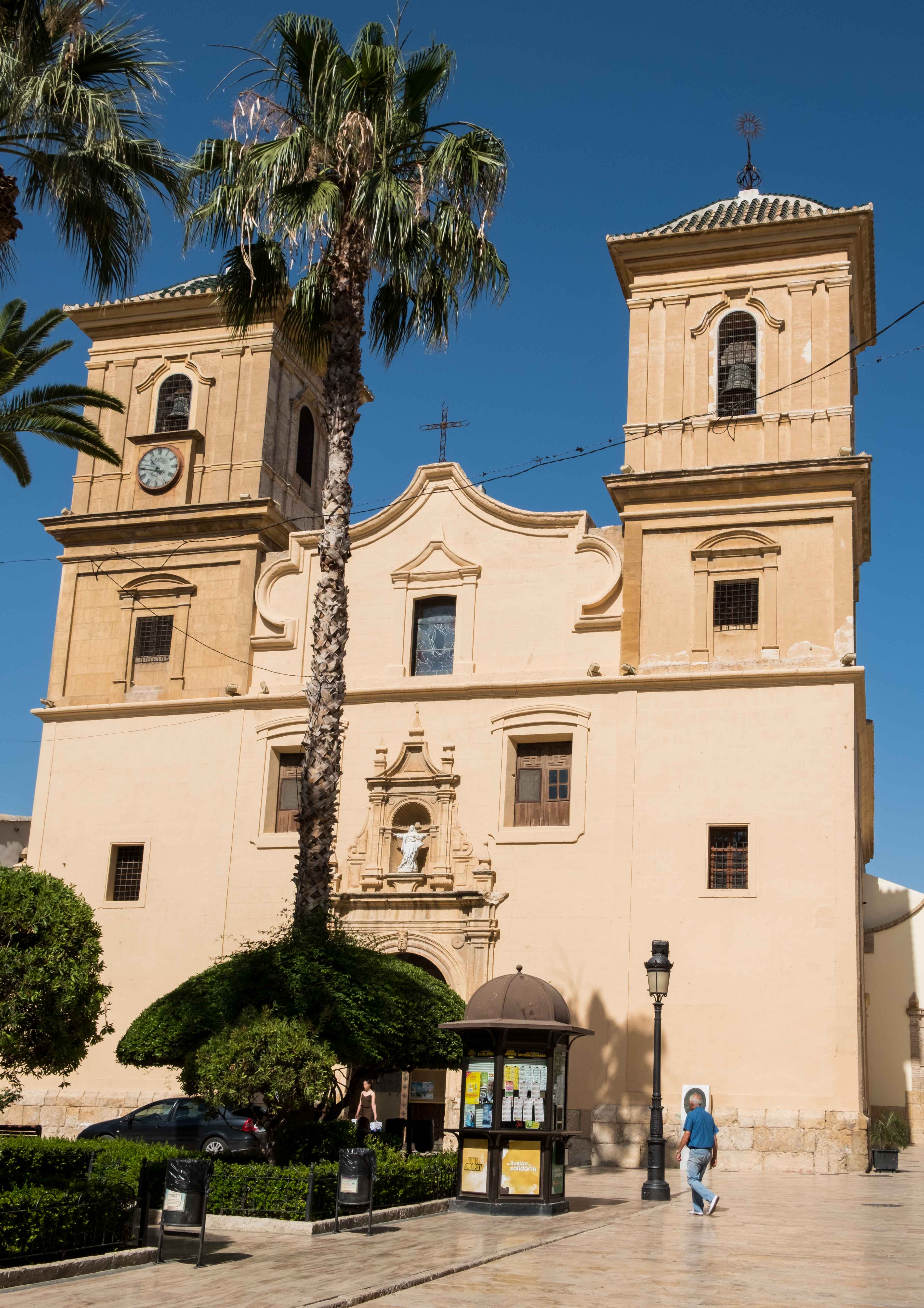 Vista exterior de la iglesia parroquial © Fotografía: Paco Bonilla