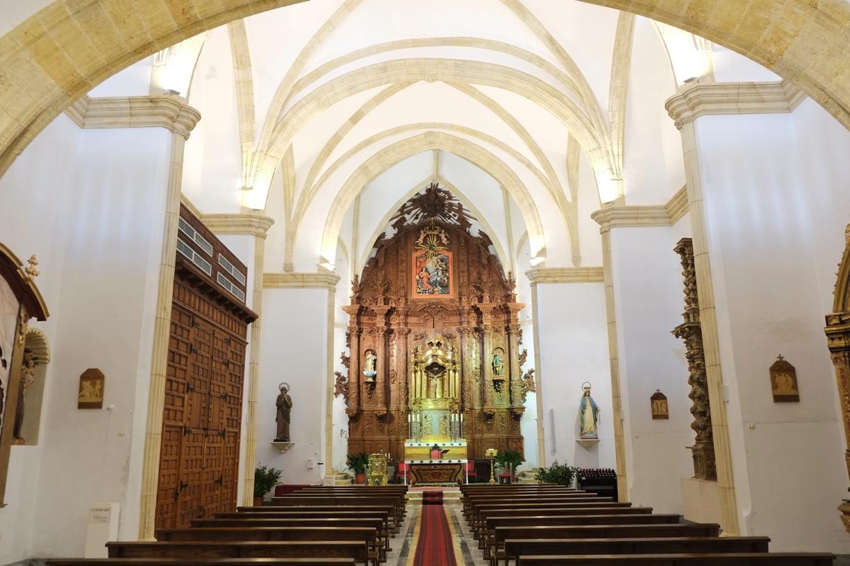 Retablo barroco sin dorar en la Iglesia de la Encarnación en Vera © Fotografía Paco Bonilla