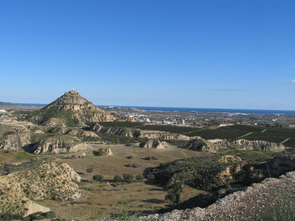 Vista general de Vera dominada por el Cerro del Espíritu Santo, emplazamiento de la primitiva ciudad musulmana