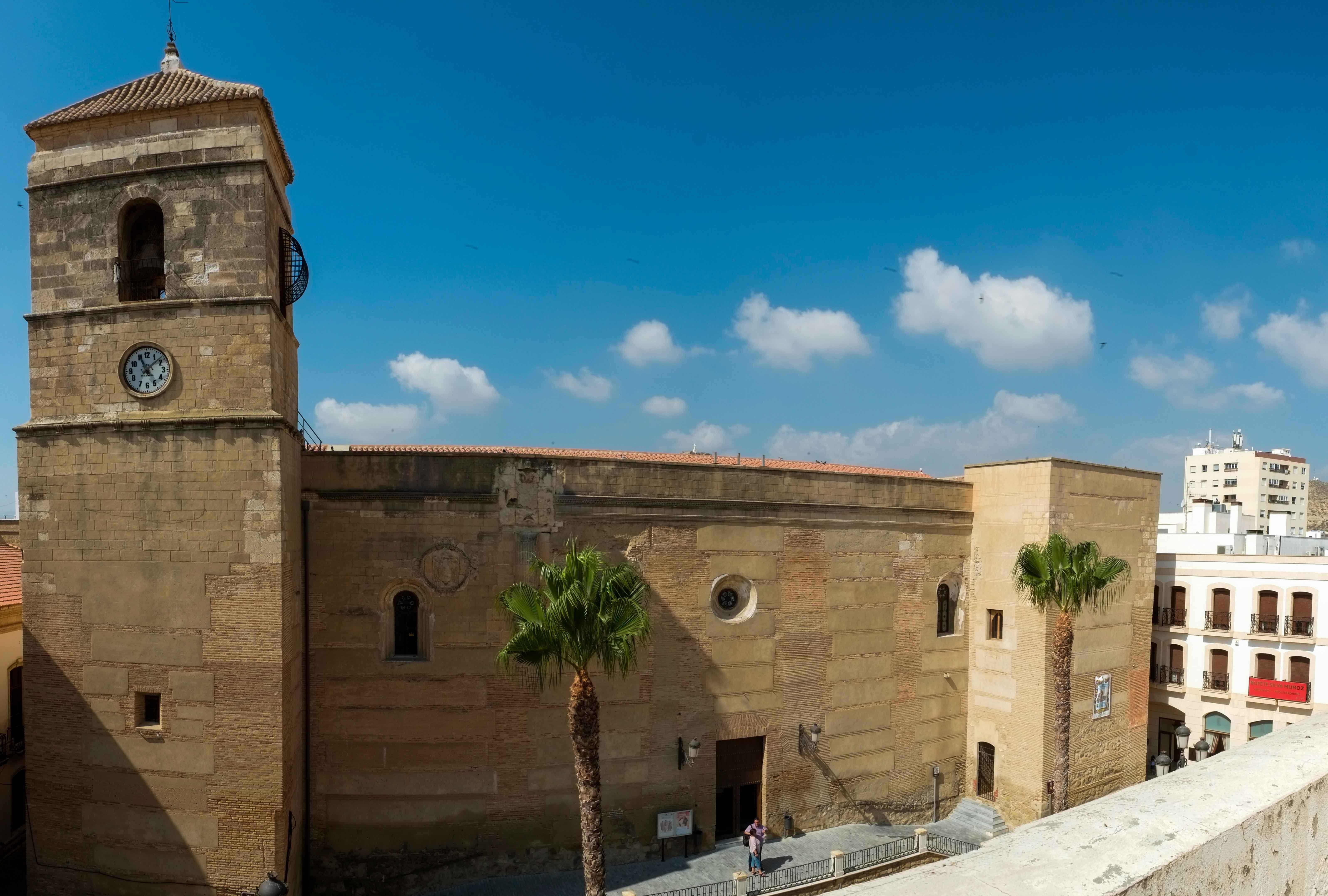 Volumen exterior de la iglesia © Fotografía: Paco Bonilla