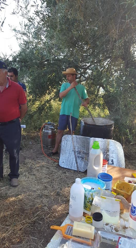 GENTE APRENDIENDO EN EL HUERTO ECOLÓGICO